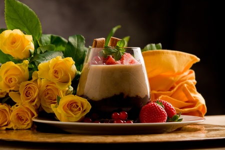 wild mint: chocolate hazelnut mousse with berries in front of a rose background