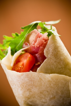 daniele: Delicious tortillas stuffed with bacon and colorful arugula salad