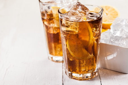 thirst quenching: Photo of fresh lemon ice tea on white wooden table