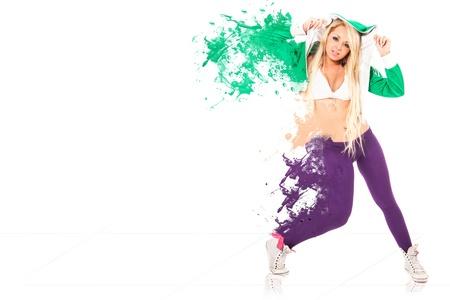 bailarina sexy mujer realizando grandes movimientos con su cuerpo