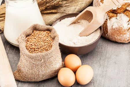 grains: Wheat grains and flour