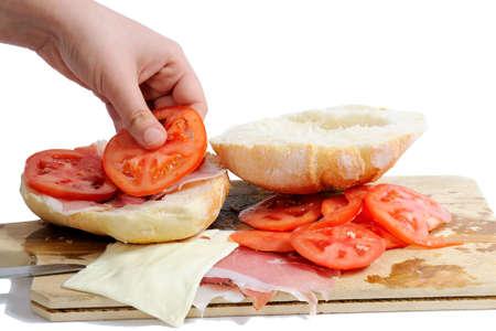 carnes y verduras: Realizaci�n s�ndwich rellenos de jam�n mota, queso y tomate.