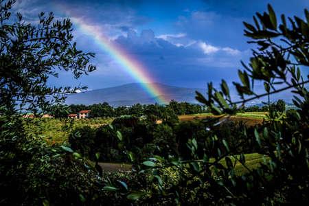 regenboog in platteland