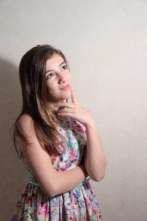 pubertad: Adolescente pensativo