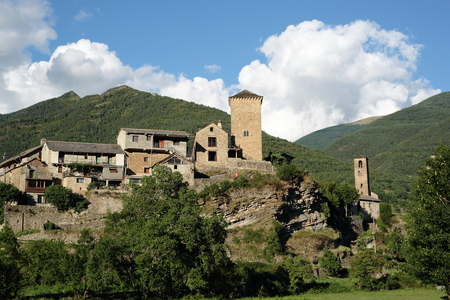 oto town in the Navarre Pyrenees, Spain Imagens