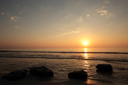 amanecer: playa de agua amarga en Alicante, Valencia, Espa�a