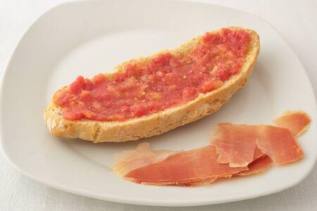 serrano: slice of bread with grated tomato and serrano ham