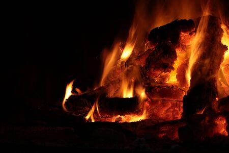 log fire: flames of a log fire
