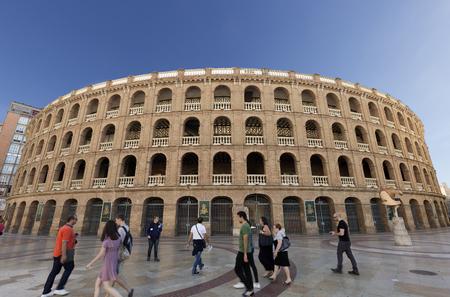 발렌시아, 스페인. 2017 년 10 월 25 일 : 발렌시아의 투우장은 예산 문제로 인해 끝나지 않은 이전 광장에 1850 년에서 1860 년 사이에 지어졌습니다.