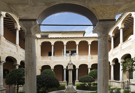 Cloister of the Cathedral of Orihuela in the provincica of Alicante, Spain. Banque d'images