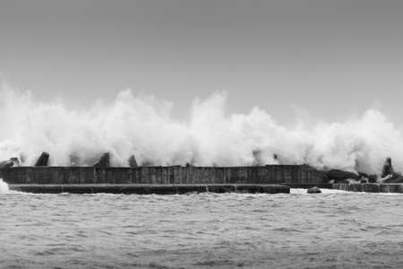 Breakwater receiving a strong wave Stockfoto