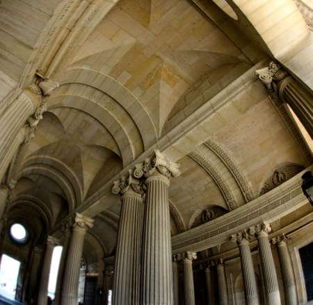architectonic: Architectonische detail van het plafond van een van de passages van het Louvre