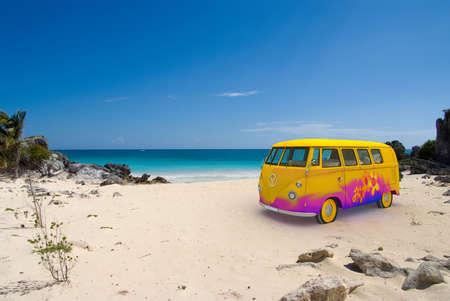 figli dei fiori: Rendering 3D di un hippie van su una spiaggia tropicale Archivio Fotografico