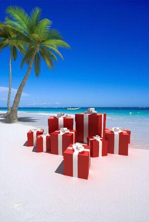luna de miel: Representaci�n 3D de un conjunto de cajas de regalo en una playa tropical Foto de archivo