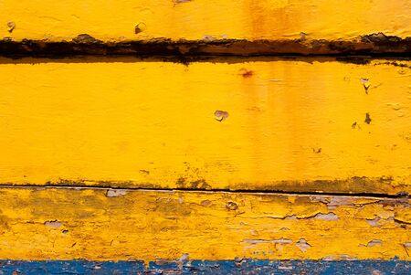 weather beaten: Meteo Old legno battuto dipinto in giallo e blu
