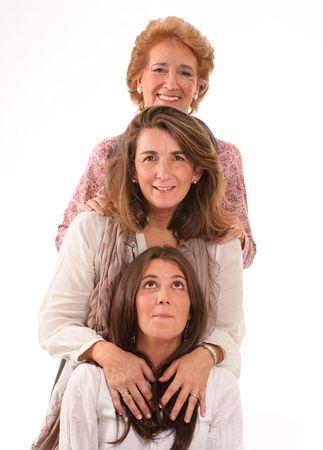 abuela:  Retrato de las tres generaciones de mujeres de la misma familia aislada en blanco