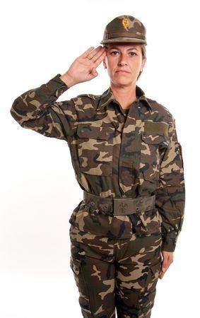 mujer soldado: Mujer soldado saludando sobre un fondo blanco Foto de archivo