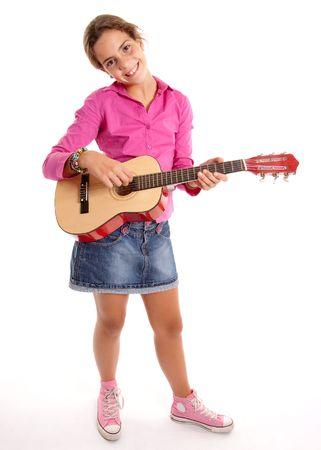 zapatos escolares: Ni�a tocando la guitarra sobre un fondo blanco Foto de archivo