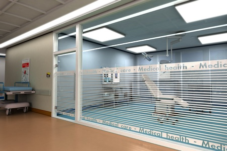 minor:  3D rendering of a minor surgery room from behind a glass wall