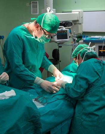 cirujano: Los cirujanos que operan en el hospital Foto de archivo