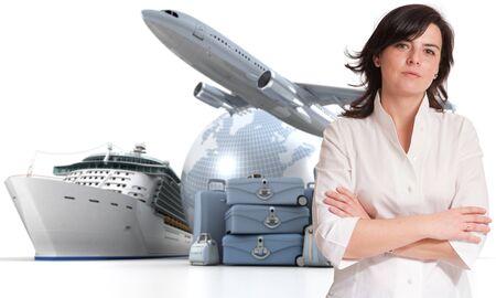 agencia de viajes: Mujer atractiva con un fondo de turismo internacional