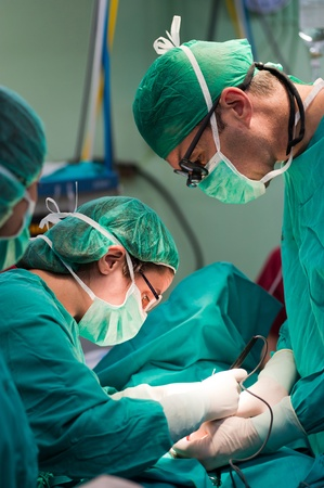 operating theater: Surgeon using an electronic scalpel Stock Photo