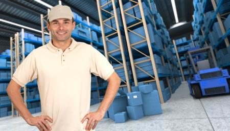 deliveryman: Deliveryman portando un pacco in un magazzino di distribuzione