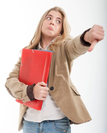 pollice in gi: Serious adolescente femmina con il pollice verso il basso