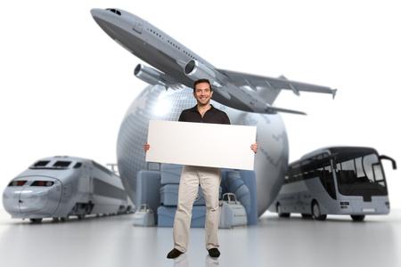 agencia de viajes: Representación 3D de un hombre que sostiene un cartel en blanco con un globo terráqueo, un avión, un tren y un ómnibus con un montón de equipaje en el fondo