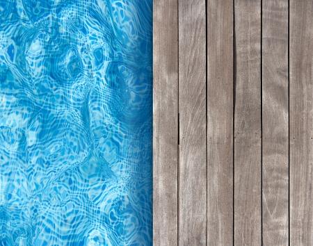 бассейн: Плавательный бассейн и деревянная палуба идеальным для фонов