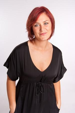 voluptuosa: Retrato de una mujer voluptuosa pelirroja
