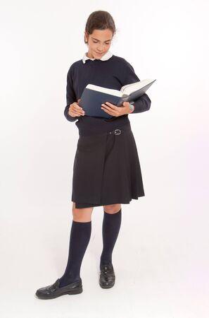 uniform school: Ni�a consultar una enciclopedia grande