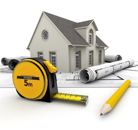 renovation de maison: Une maison au-dessus de plans, un crayon et un ruban � mesurer Banque d'images