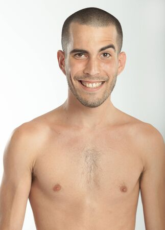 nackte brust: Expressive junger Mann mit einem freundlichen Gesicht