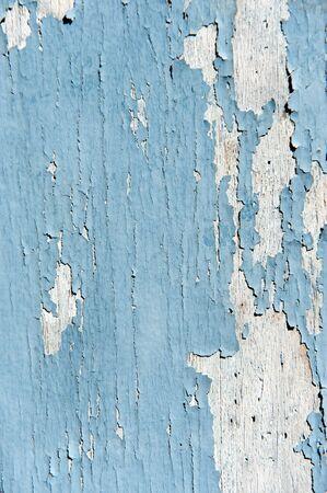 백색 나무에 옅은 파란색 페인트 박