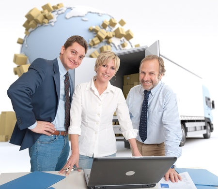 removal van: Work team around a computer in an international transportation context