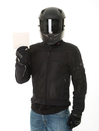 casco de moto: Bicker en negro vestido con su casco de protecci? Foto de archivo