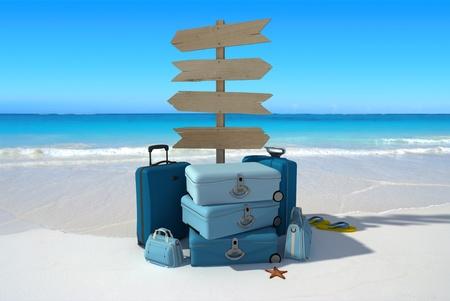 estuche: Pila de signos equipaje y direccionales que apuntan todas partes en una playa tropical