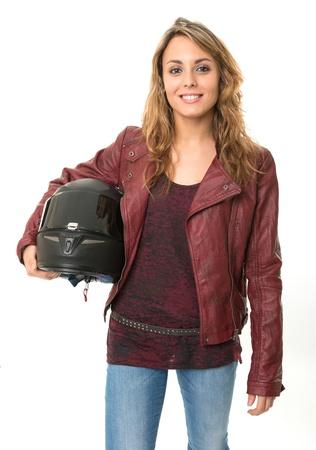 casco moto: Biker joven mujer sosteniendo un casco protector