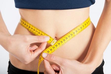 huincha de medir: Slim cintura con una cinta m�trica alrededor de ella