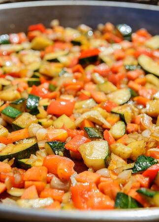 sautee: Casseruola di verdure con ingredienti simili a ratatouille o Pisto