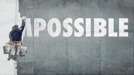 Malarz budynku nadpisywania początek słowa tak, że niemożliwe staje się możliwe