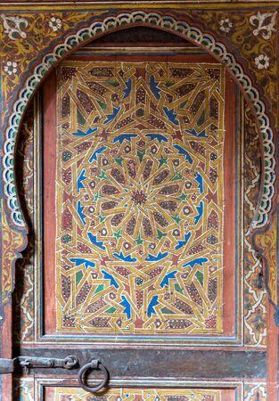 marqueteria: Magnífica antigua puerta morisca en Andalucía, España