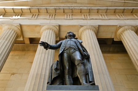 federal hall: Statue of George Washington in front of the Federal Hall monument