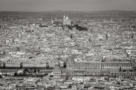 fondo blanco y negro: Negro vista a�rea blanco de Par�s con tejados. Vista hacia el norte con el Louvre, Jard�n de las Tuller�as y la Bas�lica del Sagrado Coraz�n en Montmartre. Francia