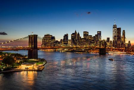 brooklyn bridge: Brooklyn Bridge and illuminated Manhattan skyscrapers at Twilight. New York