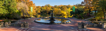bethesda: Sunrise in Central Park at Bethesda Fountain with The Lake and colorful Fall foliage. Panoramic view of the Bethesda Terrace, Manhattan, New York City