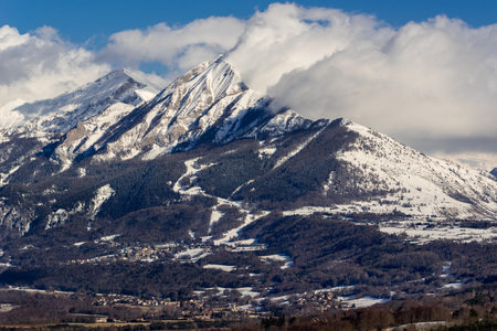 leger: Petite and Grande Autane mountain peaks covered in winter snow. Saint Leger les Melezes, Champsaur, Hautes Alpes, Southern French Alps, France Stock Photo