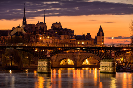 ile de la cite: Sunrise on Ile de la Cite with view on the Pont des Arts, Pont Neuf and the Seine River. 1st Arrondissement, Paris, France