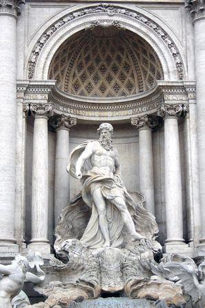 m�nzenwerfen: Ein Detail der Trevi-Brunnen, die zentrale Statue - Rom